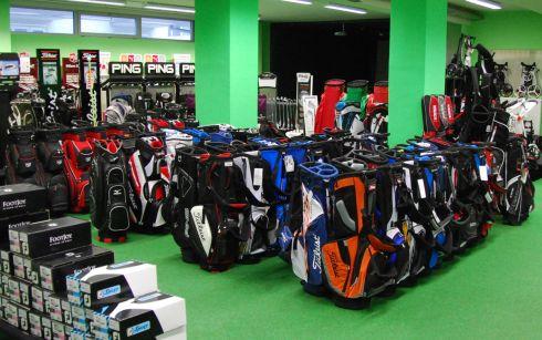 Golfoutletstores München - Foto im Ladengschäft: Golftaschen