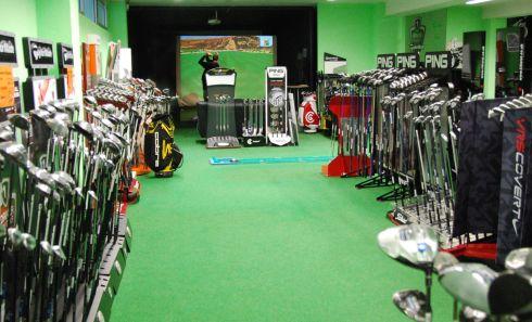 Golfoutletstores München - Foto im Ladengschäft: Golfschläger