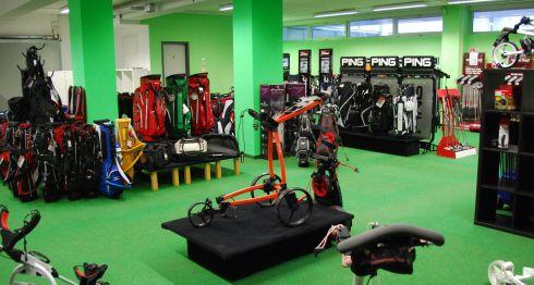 Golfoutletstores München - Foto im Ladengschäft: Golftrolleys Überblick