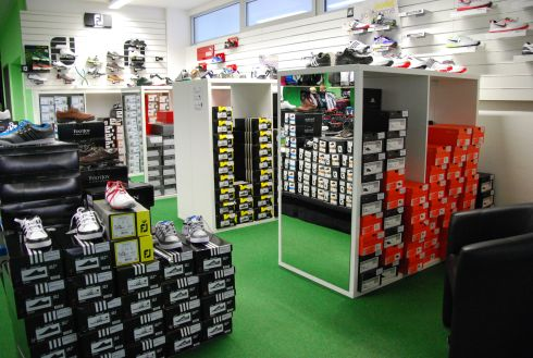 Golfoutletstores München - Foto im Ladengschäft: Golfschuhe