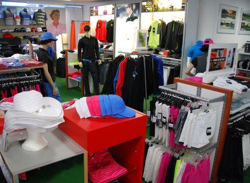 Golfoutletstores München - Foto im Ladengschäft: Golfkleidung Details